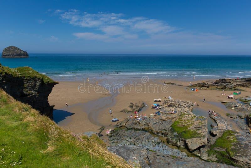 Vaga de calor de Cornualha julho da praia da costa de Trebarwith foto de stock royalty free