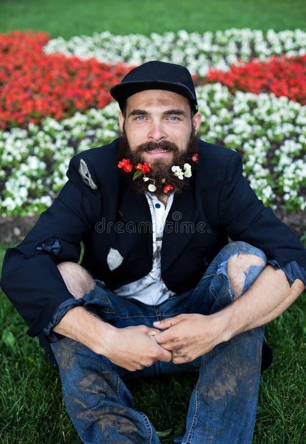 Vagabundo en macizo de flores fotos de archivo libres de regalías