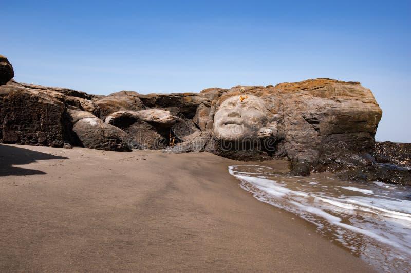 Vagator-Strand in Nord-Goa, Gesicht von Shiva lizenzfreie stockfotografie