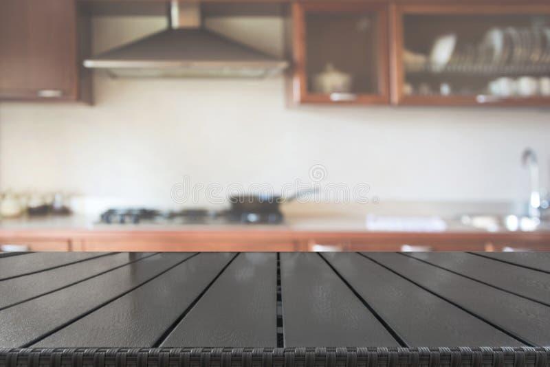 Vage abstracte achtergrond Moderne keuken met tafelblad en ruimte voor u stock foto's