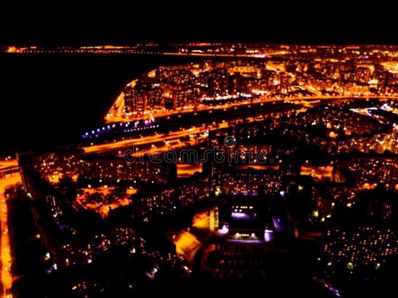 Vage achtergrond Luchtnachtmening van een grote stad Cityscape panorama bokeh bij nacht Onscherpe Luchtmening van wolkenkrabber e royalty-vrije stock afbeelding