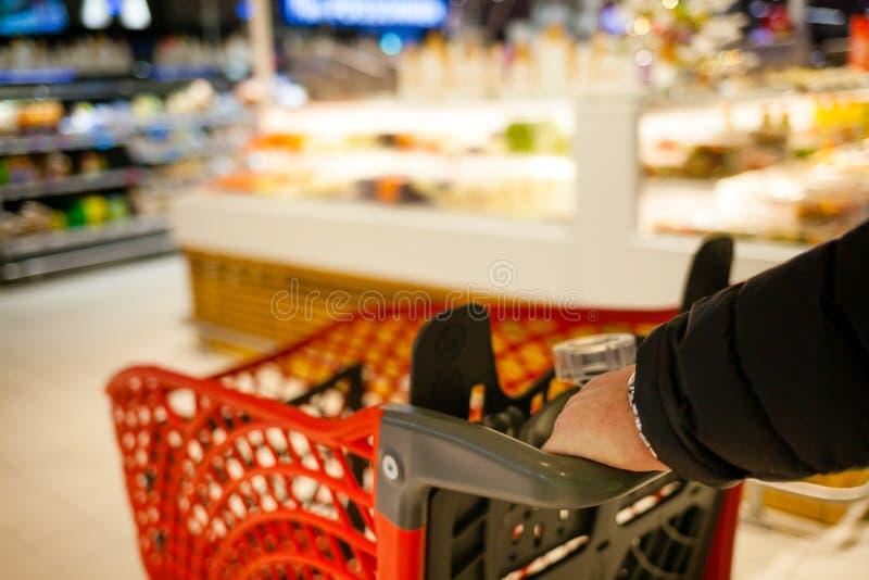 Vage achtergrond van de supermarkt stock foto