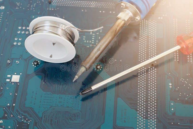 Vage Beeldhulpmiddelen voor technicus het herstellen soldeerbout stock afbeelding