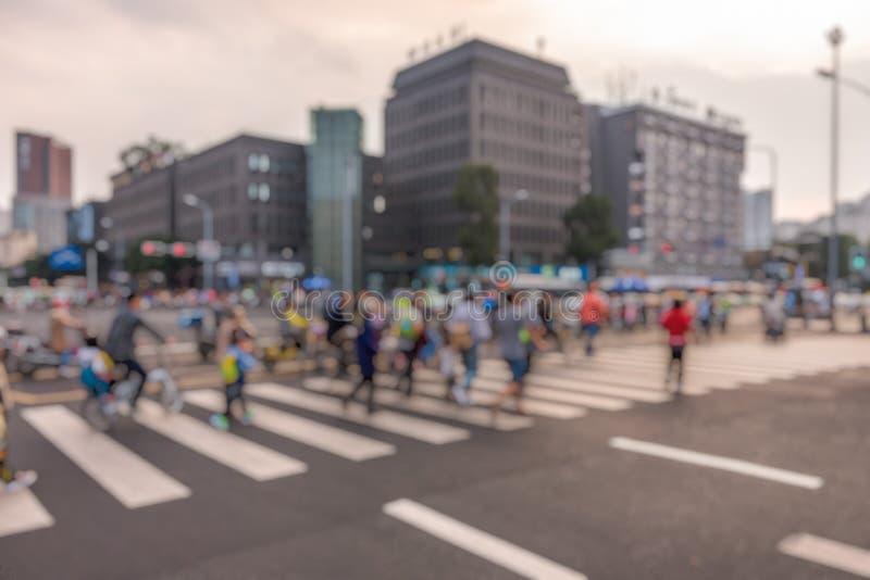 Vage die motie van mensen in zebrapad in China wordt geschoten stock fotografie