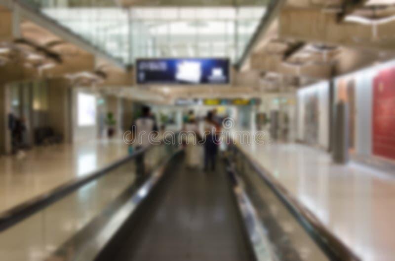Vage mensen bij luchthaven royalty-vrije stock afbeeldingen