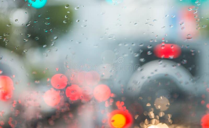 Vage verkeerslichten door autowindscherm royalty-vrije stock afbeelding