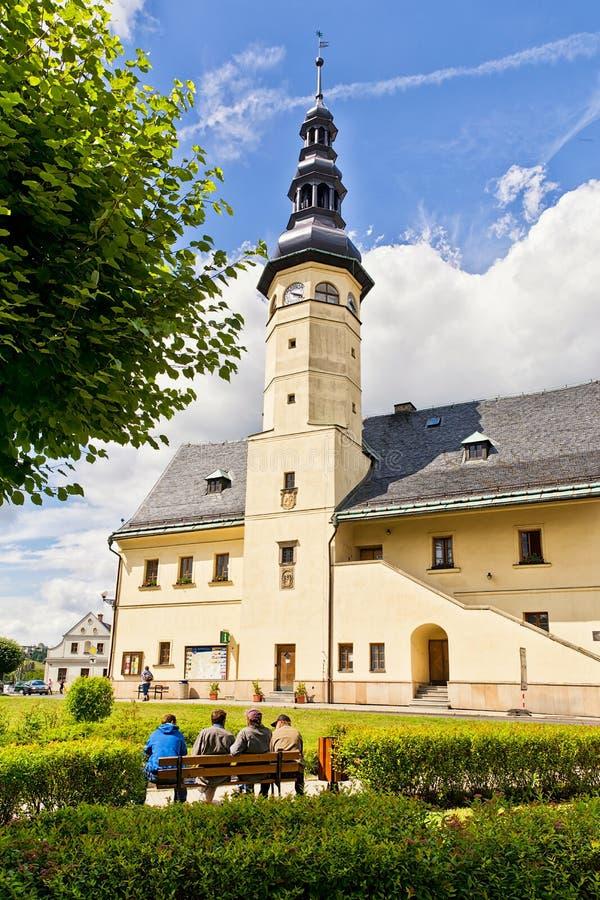 Vagem Sneznikem de Mesto do olhar fixo, República Checa - 14 de julho de 2017: Vista na câmara municipal fotografia de stock