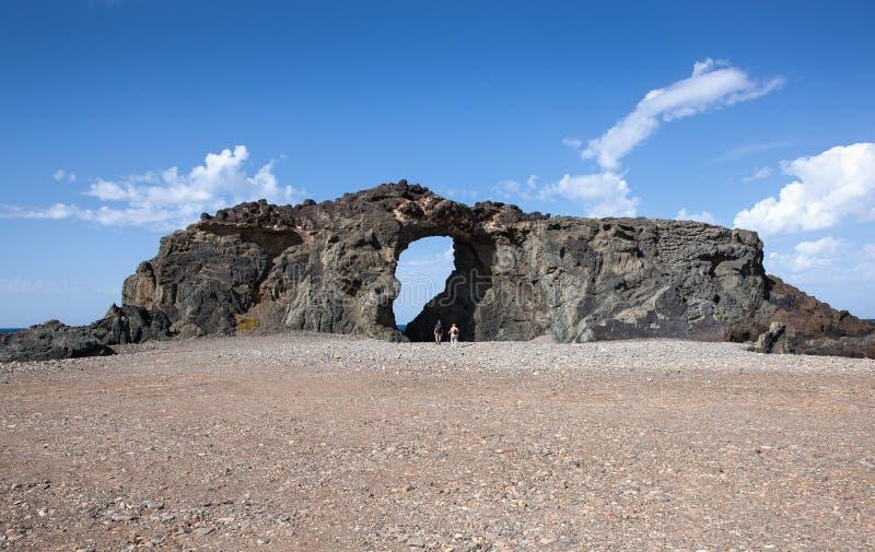 Vagga ärke- Pena Horadada på Fuerteventura fotografering för bildbyråer