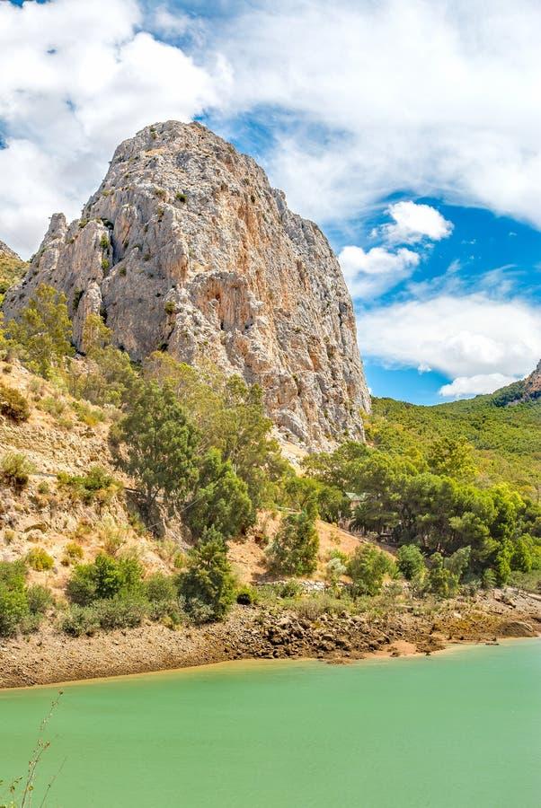 Vagga berget på El Chorro i Malaga royaltyfria bilder