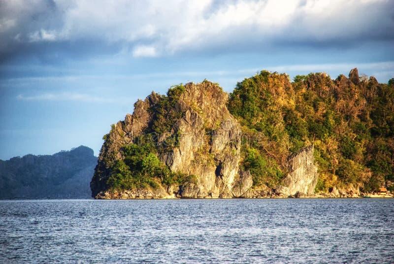 Vagga bildande i havet - El Nido, Palawan, Filippinerna arkivbilder