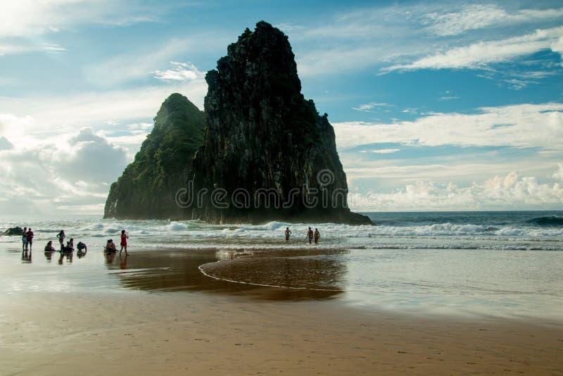 Vagga bildande på ön av Fernando de Norroha Brazil royaltyfria bilder