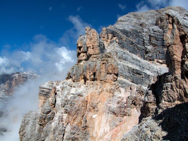 Vagga bildande på det Tofana di Mezzo maximumet royaltyfri bild