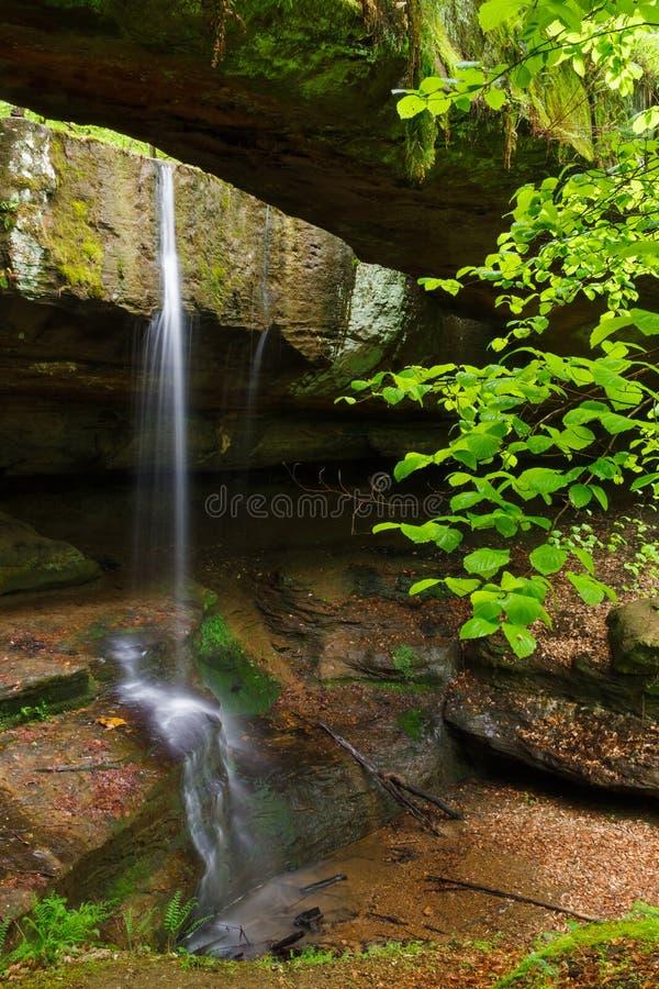 Vagga bron i Ohio Hocking kullar arkivbilder