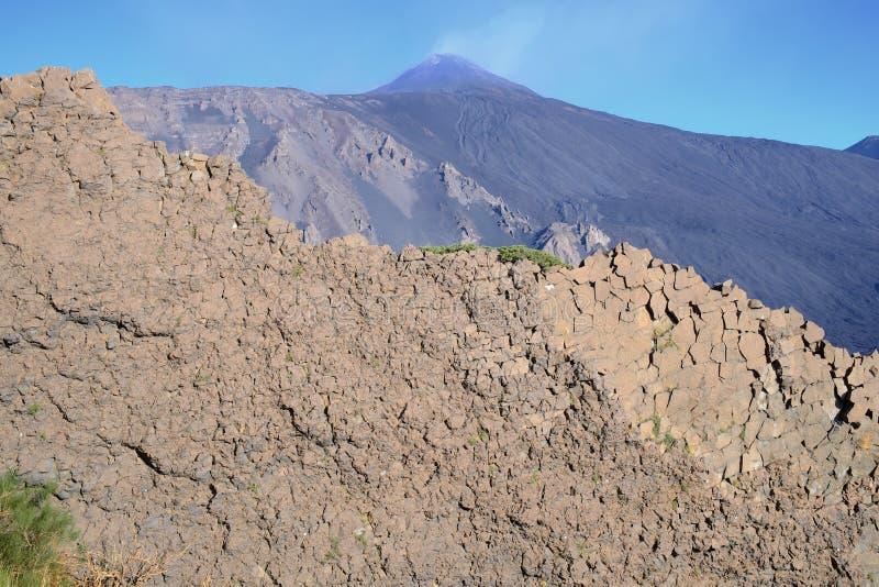 Vagga framsidan och Etna Volcanic Cone, Sicilien arkivfoto