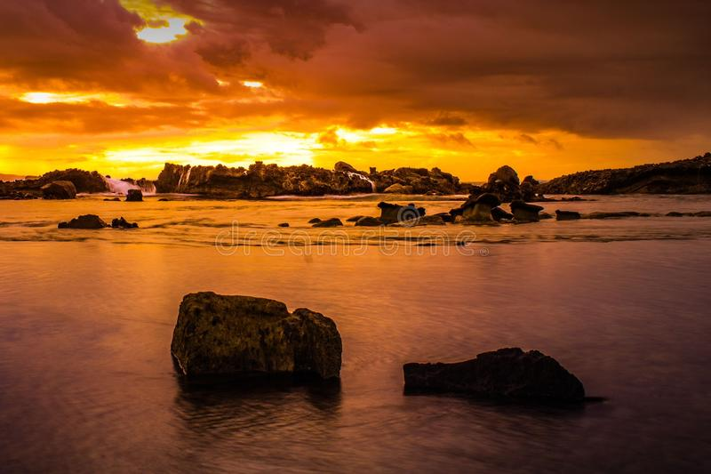Vagga i strand royaltyfria foton