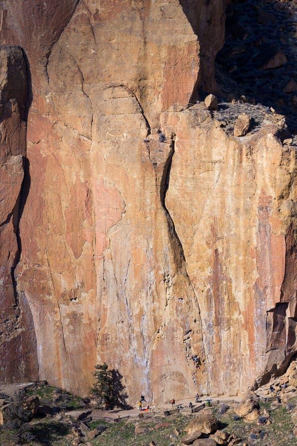 Vagga klättrare på Smith Rock State Park royaltyfri fotografi