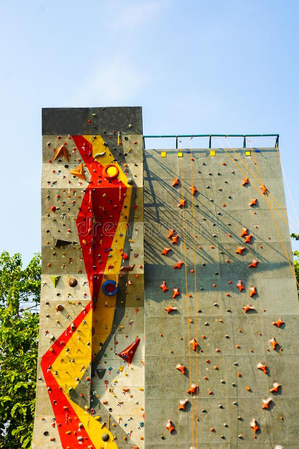Vagga klättringsporten i den utomhus- ställesporten som tas i centrala java royaltyfria bilder