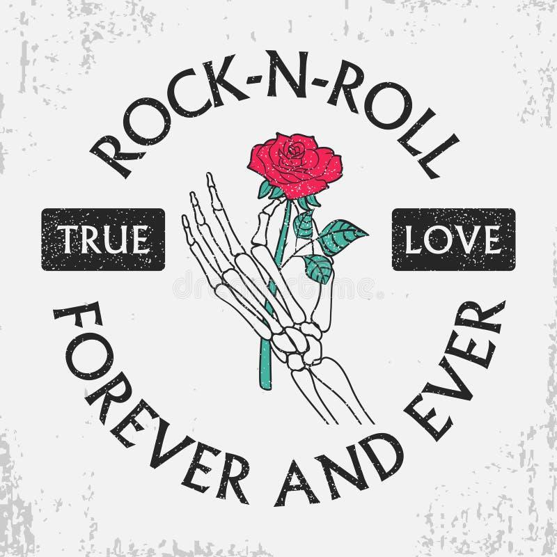 Vagga - och - rullar grungetypografi för t-skjorta med rosblomman i skelett- hand Modetappningtryck för dräkt med slogan royaltyfri illustrationer