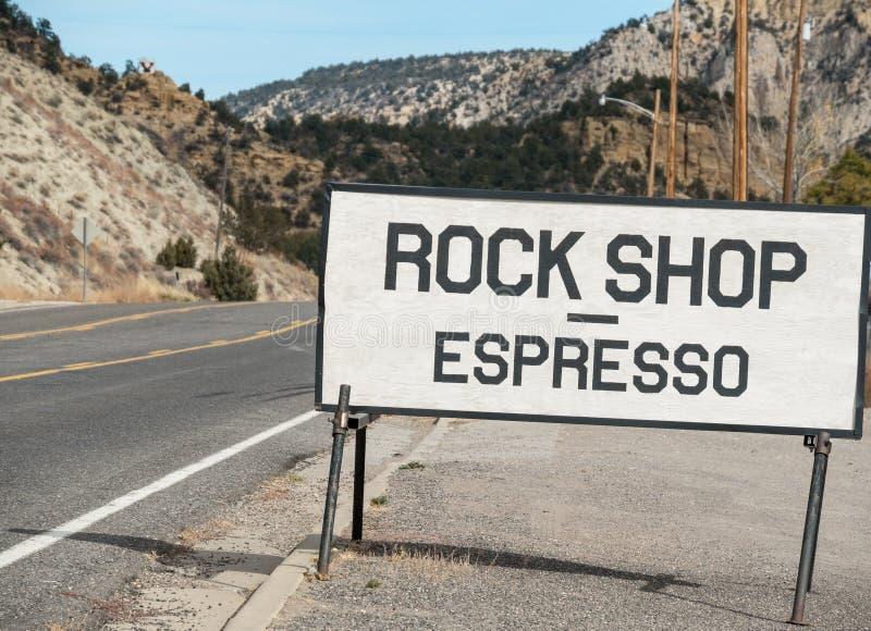 Vagga shoppar och espresso royaltyfri fotografi