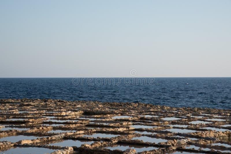 Vagga-snidit salta pannor som göras för utdragning, saltar från havet royaltyfri fotografi