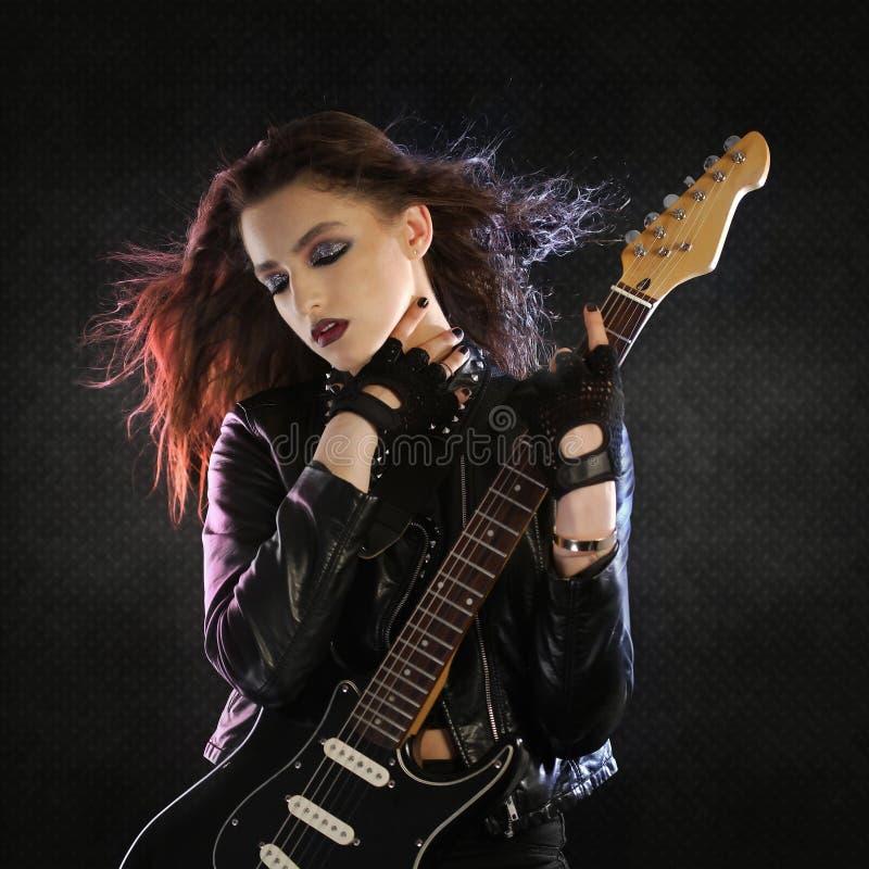 Vagga stjärnan och gitarren royaltyfri fotografi