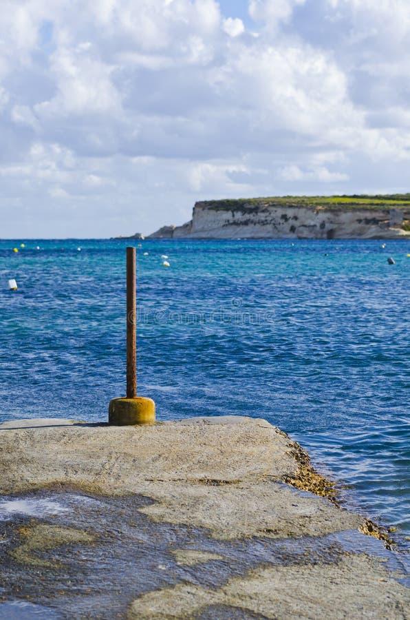 Vagga stranden i vinter, Malta fotografering för bildbyråer