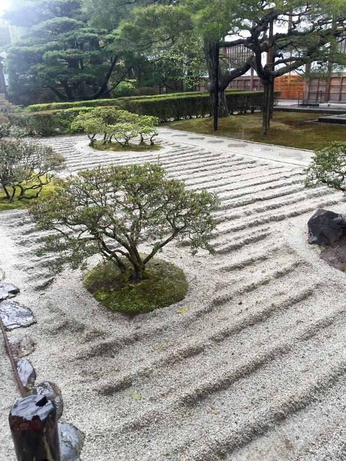 Vagga trädgården, med bambuvattenvägen arkivfoton