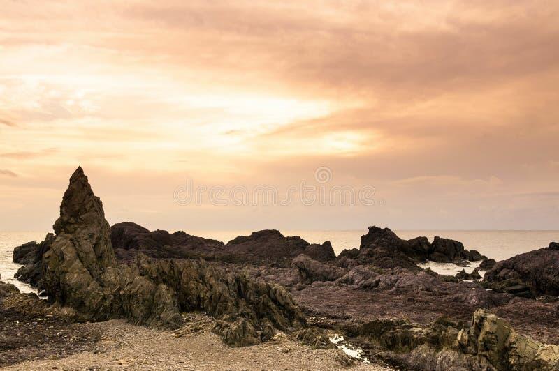 Vagga udde, vagga stranden, solnedgång i Oga-shi, Akita, Japan royaltyfria foton