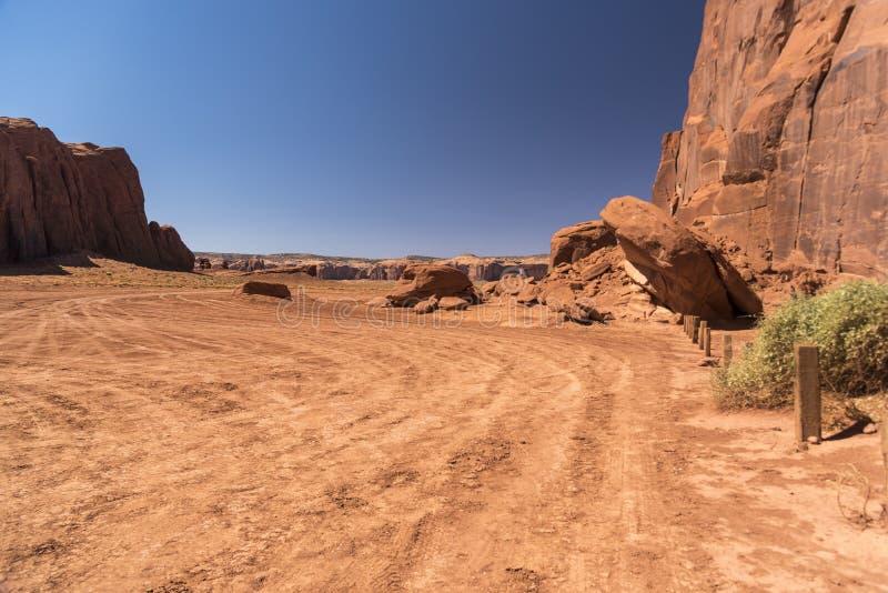 Vaggar och Buttes nära den stora Hoganmonumentdalen Arizona fotografering för bildbyråer