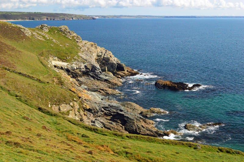 Vaggar och klippor av Cudden punkt Cornwall royaltyfri fotografi