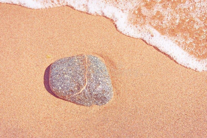 Vaggar p? sanden arkivfoton