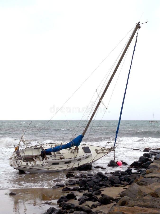 vaggar segelbåten royaltyfri foto