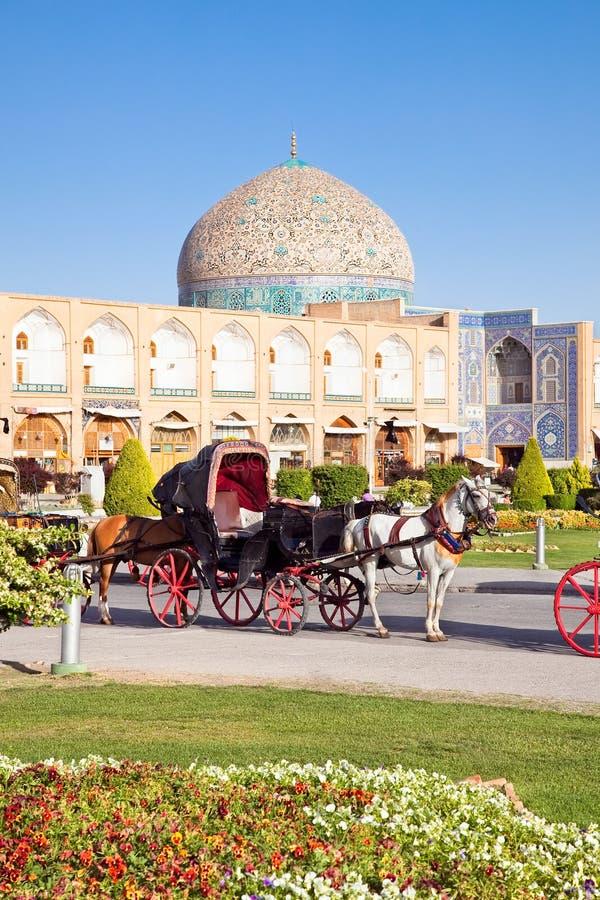 Vagn på den Naqsh-i Jahan fyrkanten, Isfahan, Iran royaltyfria foton