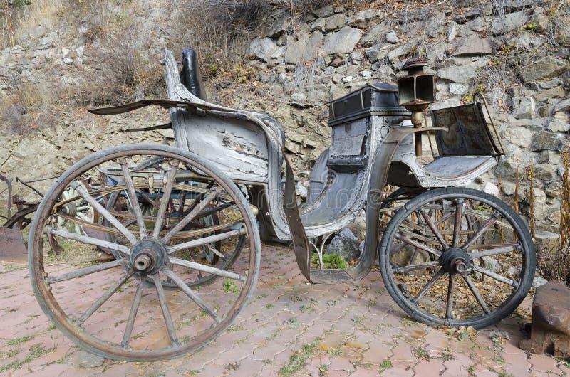 Vagn, som exploaterade hästarna i de gamla dagarna royaltyfri bild