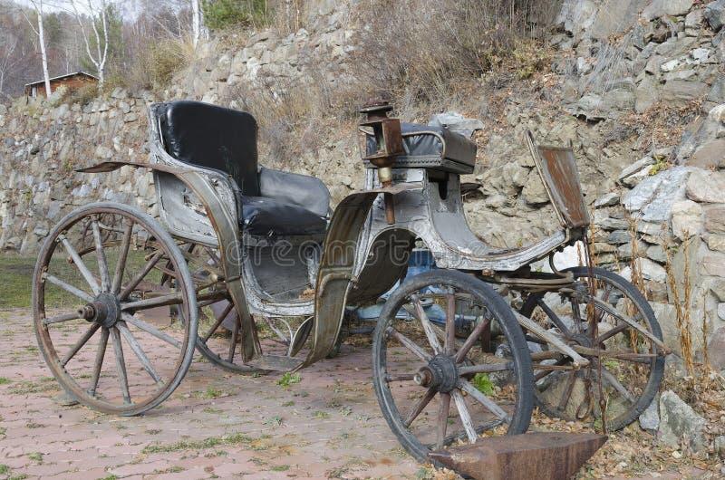 Vagn, som exploaterade hästarna i de gamla dagarna arkivfoto