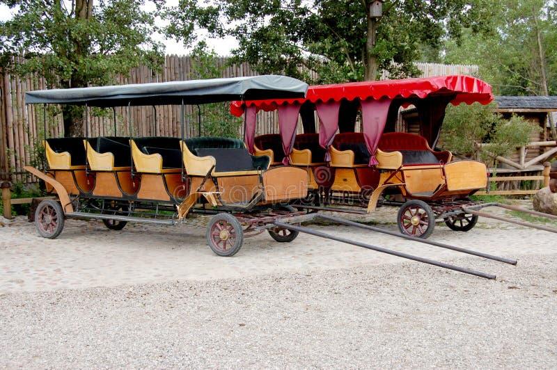 vagnar horseless moderna två arkivfoto