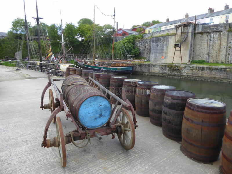 Vagone del barilotto e barilotti di legno fotografie stock libere da diritti