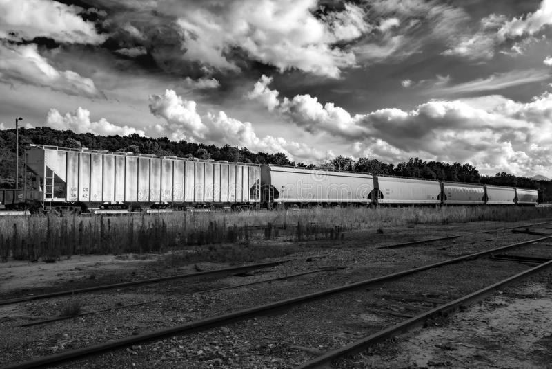 Vagoni coperti in bianco e nero fotografie stock