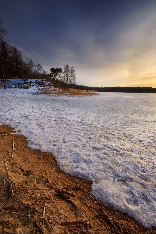 Vague congelée dans un lac à Gothenburg Suède 2018 photographie stock libre de droits