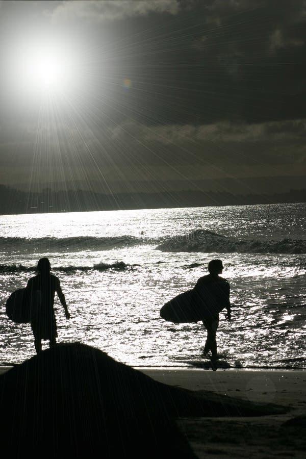 Vague déferlante de coucher du soleil photo stock