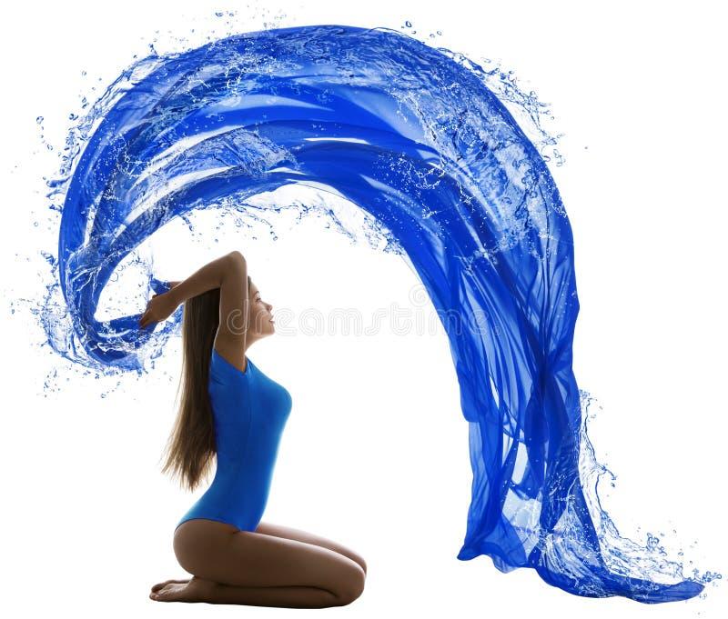 Vague d'eau de femme, couleur bleue de maillot de bain sexy de fille sur le blanc images libres de droits