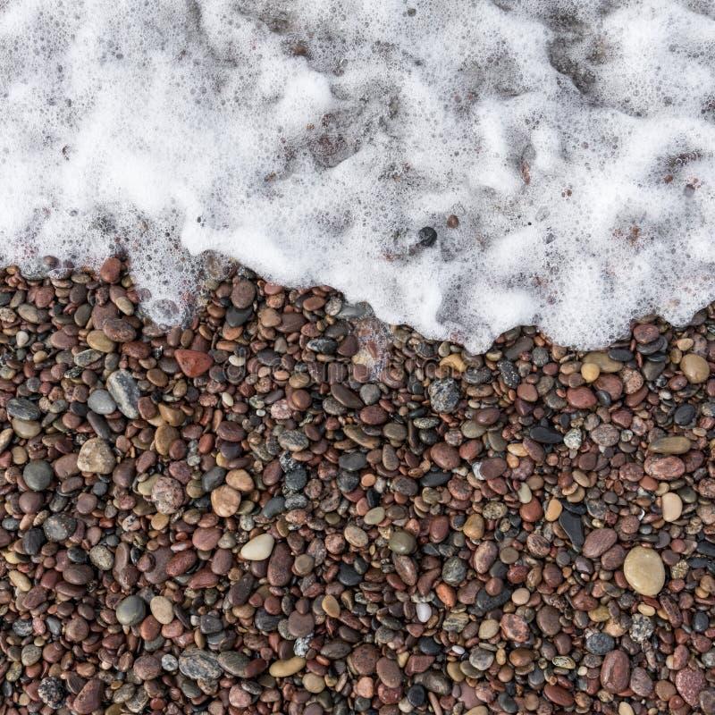 Download Vague De Mer Et Pierres Humides Photo stock - Image du rocheux, fond: 77154910
