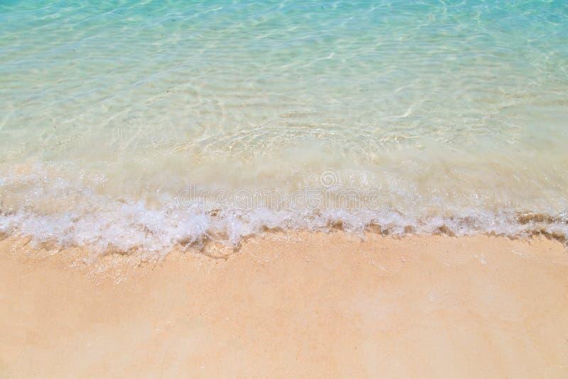 Download Vague Molle De La Mer Sur La Plage Sablonneuse Chez La Thaïlande Photo stock - Image du aqua, océan: 87709738