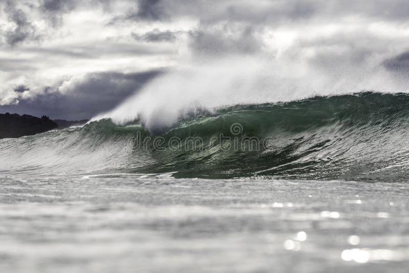 Vague orageuse d'hiver dans NZ photo stock