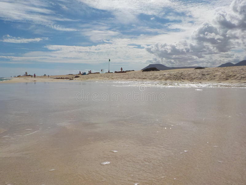Vague sur la plage image libre de droits