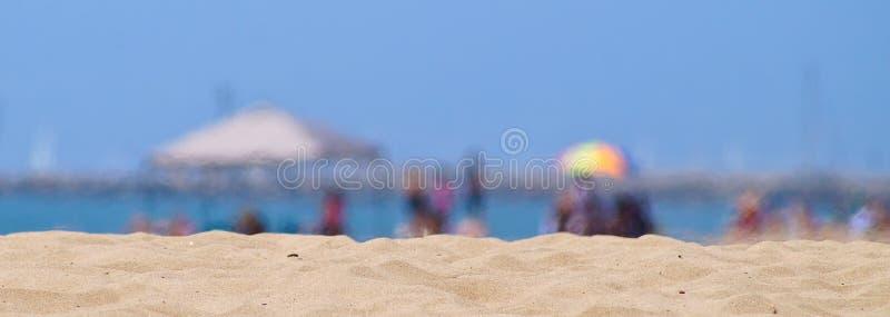 Vagues de chaleur troubles à la plage photographie stock libre de droits