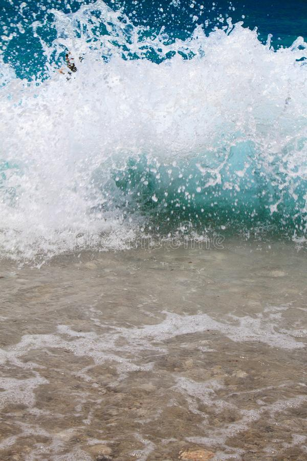 vagues de splahes de la mer photo libre de droits