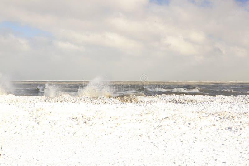 Vagues glaciales du lac Michigan photos stock