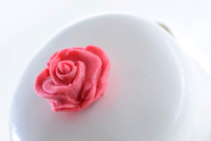 Vainilla del pastel de bodas y torta dulces de la celebración de la fresa foto de archivo