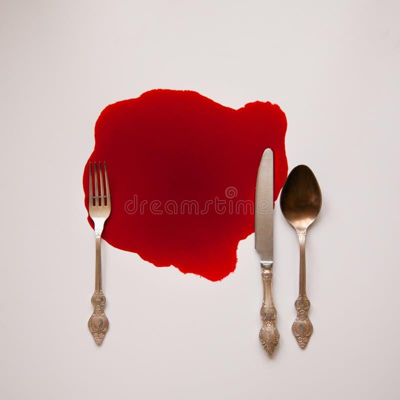 Vaisselle dans un amas sanguin images stock